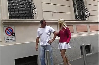 Muscly and rough man fucks brutally a blonde!