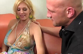 Big Boobed MILF And Slutty Teen Sharing Fat Cocke seduced HD