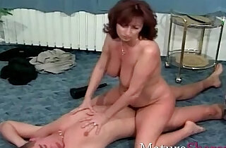 Natural hairy mature woman gets fuck