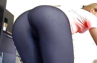 Hot Pink Pussy Works Out and Strips Her Yoga Pants